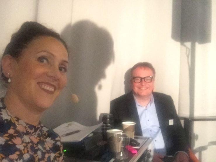 Konferencier och moderator med Anders Karlsson.